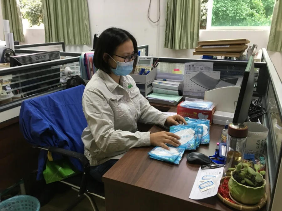 抗击疫情   展巾帼风采